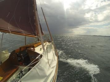 Dunkler Himmel über der Ostsee