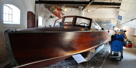 Renn-Motoryacht